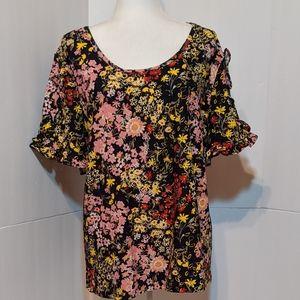 C Est 1946 Women's Floral Top Size: XL